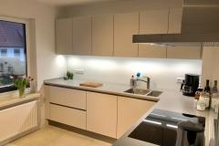 Küche-Zeile-von-Tür